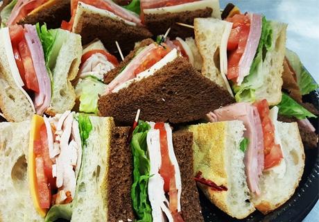 Вкусен обяд в офисa! Салата, сандвич и десерт по избор само за 5.90 лв. от HD Кетъринг