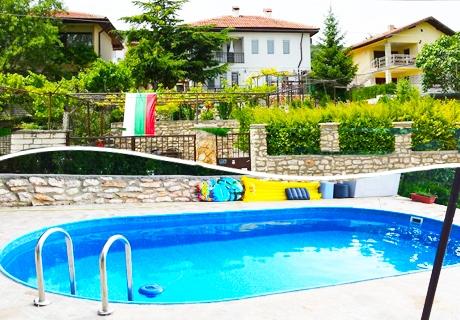 През Юни в Балчик!  Нощувка + басейн само за 15.90 лв. в къща за гости Ботаническа градина