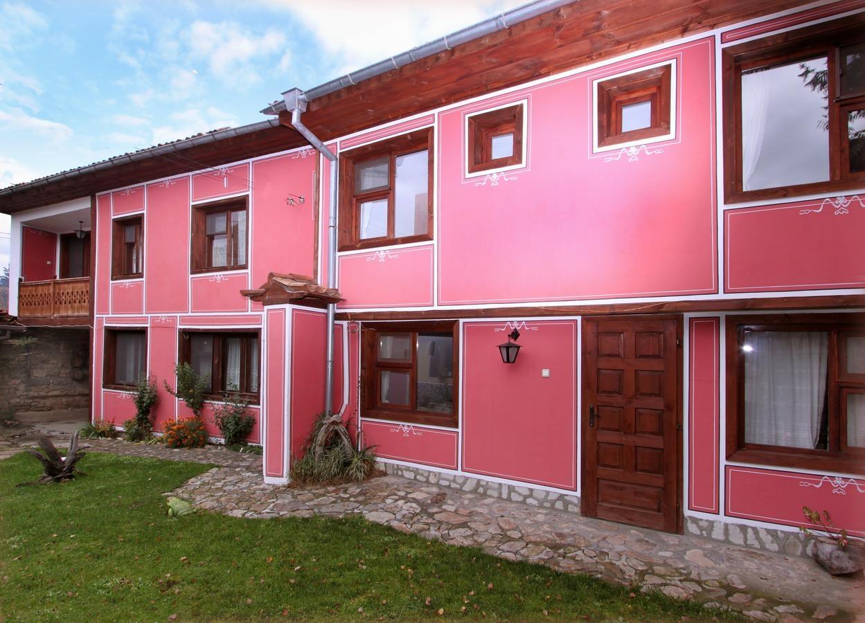 Нощувка за 14 човека в Копривщица! Ненчова къща във възрожденски стил с лятно барбекю и просторна градина