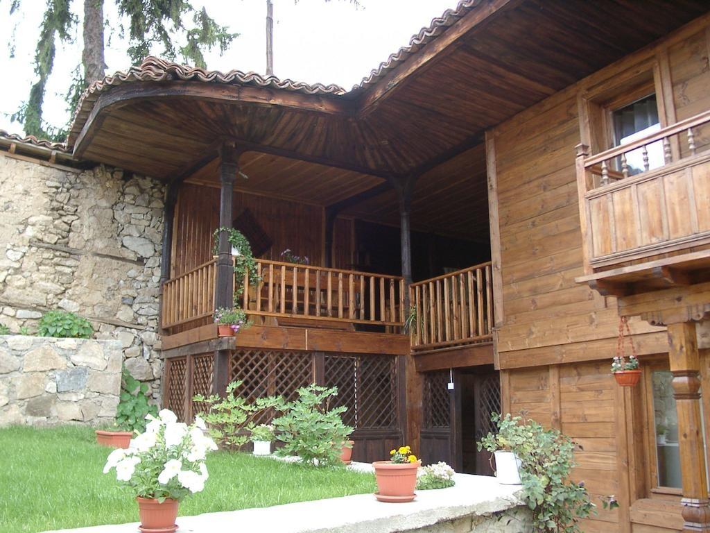 Нощувка за 13 човека в Копривщица в Сарафовата къща за гости с барбекю, собствена механа, градина и още!