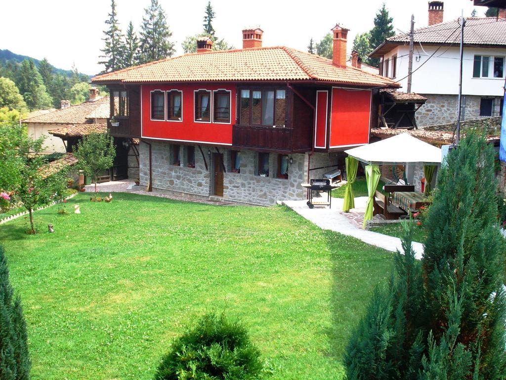 Нощувка за 11 човека в Копривщица - къща за гости Традиция с лятно барбекю, собствена механа, обширен двор и още!