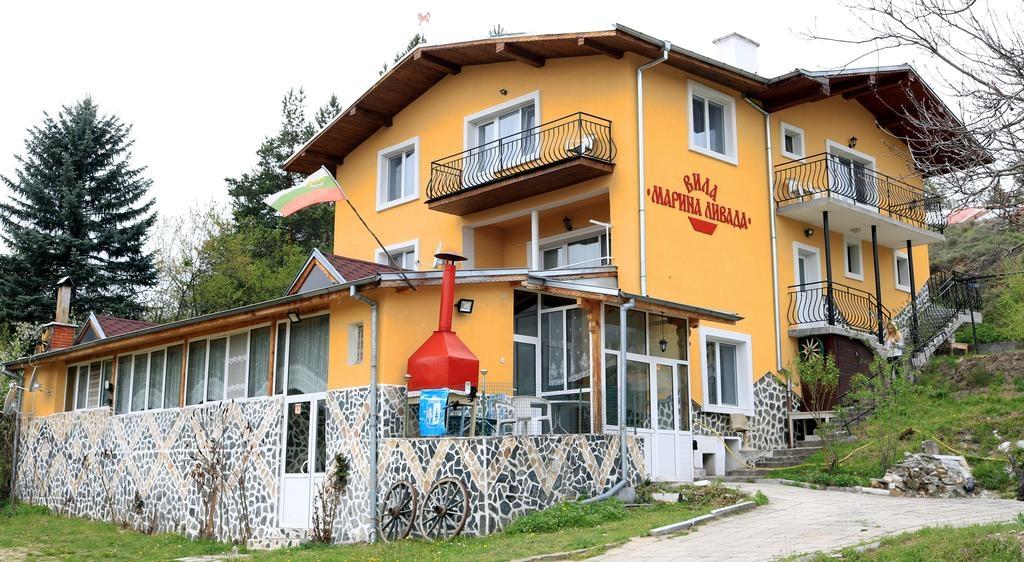 Нощувка за 23 човека във Велинград! Вила Марина ливада с детски кът, лятно барбекю, беседка и озеленен двор