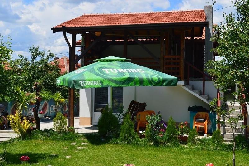 Нощувка за 8 човека в Сапарева Баня в къща за гости Василена с детски кът, лятно барбекю и просторен двор