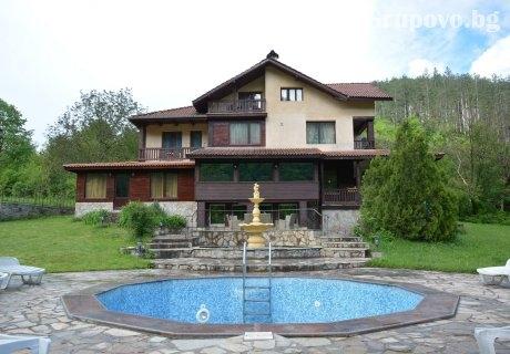 Самостоятелна къща за 18 човека в Троян с басейн, механа и всички необходими удобства - вила Лейн Котидж
