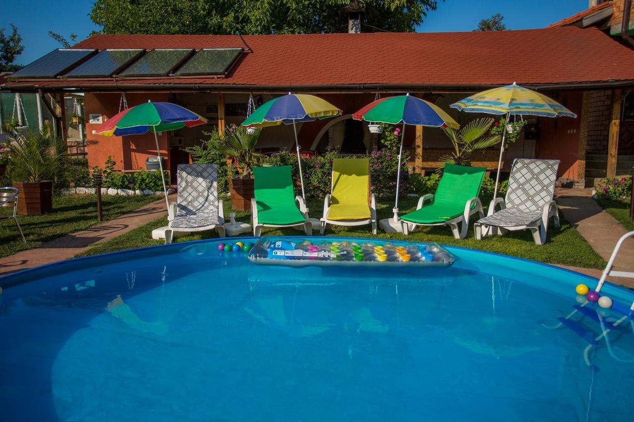 Нощувка за 12 човека в Троян в къща за гости Ливадето с басейн, детски кът, барбекю, градина и още!
