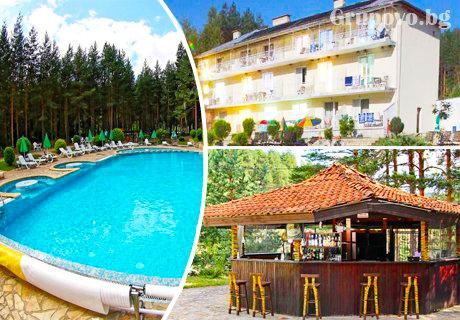 През Август и Септември нощувка със закуска + басейн само за 28 лв. в хотел Зора, Велинград.