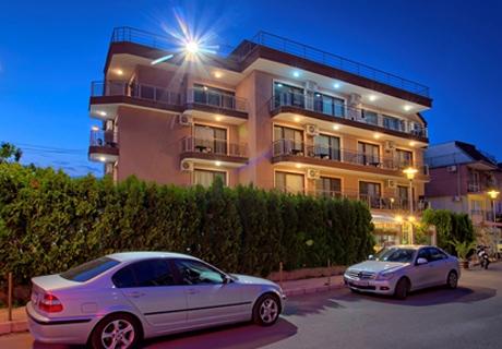 Цяло лято на 30м. от плажа в хотел Карел, между Равда и Несебър! Нощувка със закуска за двама, трима или четирима на ТОП ЦЕНИ