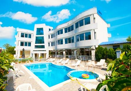 Цяло лято в Лозенец на ТОП ЦЕНИ! Нощувка със закуска + басейн в хотел Ариана. Дете до 12г. безплатно за пакета!