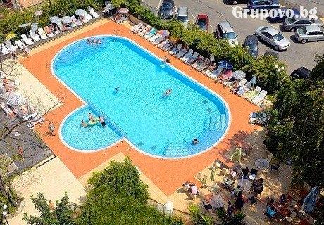 Цяло лято ПЪРВА ЛИНИЯ в Несебър на ТОП ЦЕНА. All Inclusive + басейн в комплекс Арсенал