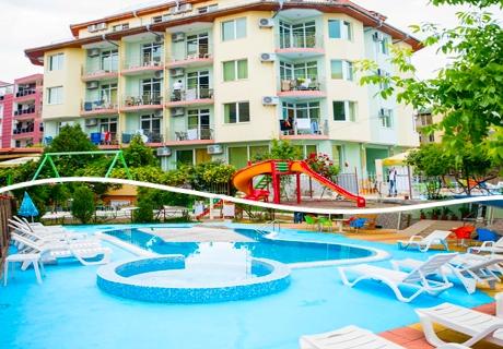 ТОП СЕЗОН в Равда, на 150 метра от южния плаж! Нощувка със закуска, обяд и вечеря + напитки, басейн и детски кът само за 59.90 лв. в хотел Кристал