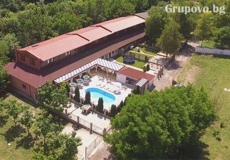 Нощувка до 14 човека + басейн в Комплекс Манастирски Чифлик, до Свищов