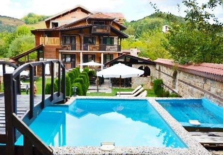 Нощувка, закуска, обяд, вечеря + басейн от Семеен хотел Къщата***, Рибарица