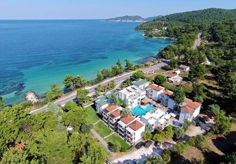 Септември на първа линия на о.Тасос! Нощувка в двойна стая с изглед планина със закуска + басейн  в хотел Esperides***