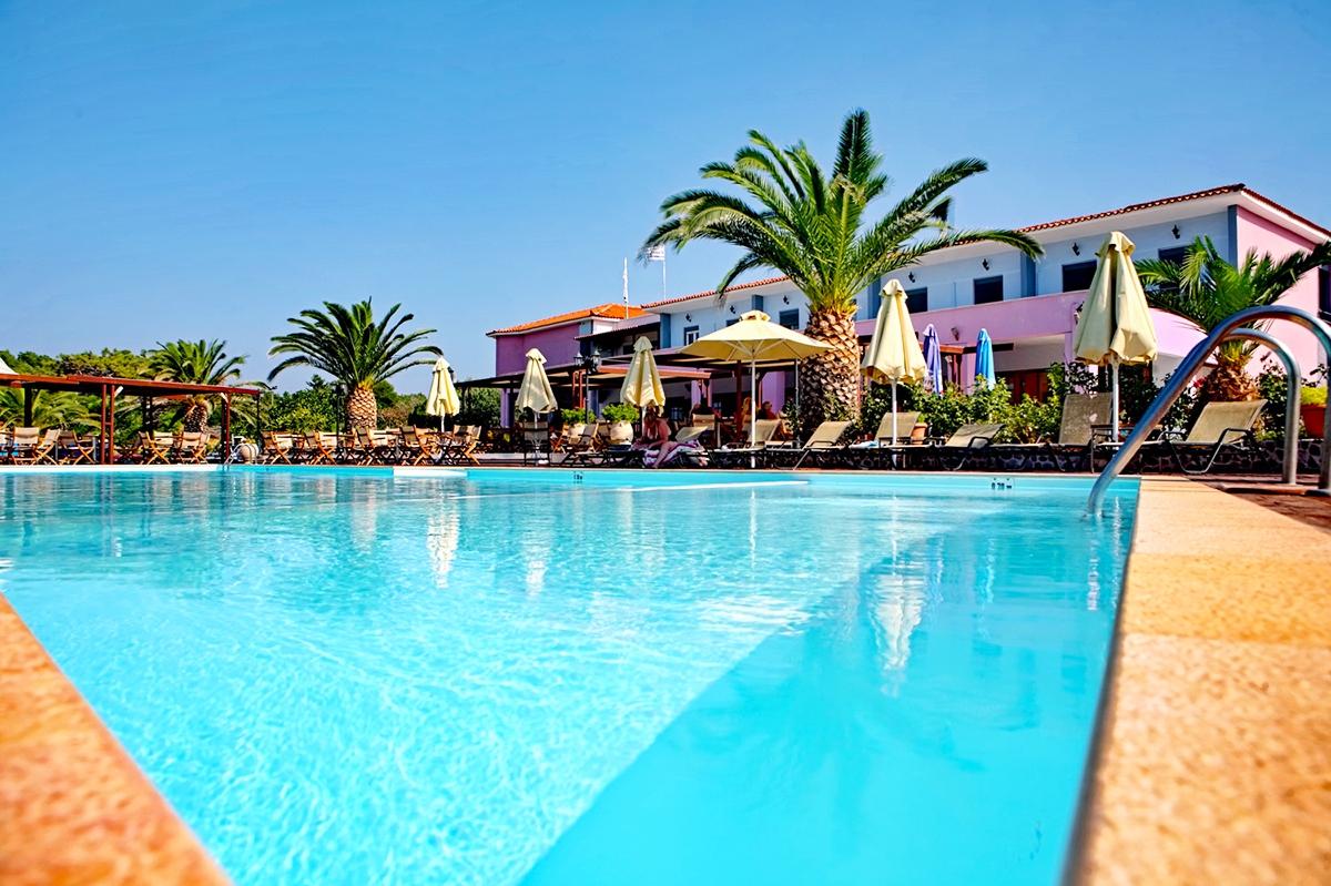 Цяло лято на първа линия на плажа Ватера, о. Лесбос, Гърция! Нощувка на база All inclusive + басейн в хотел Irini***