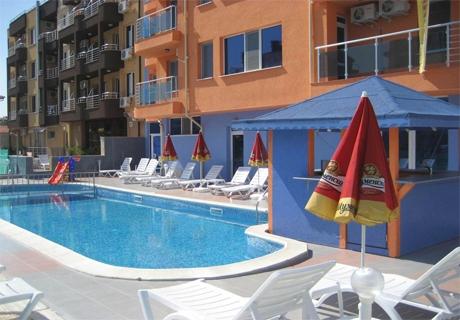 Нощувка със закуска за четирима настанени в апартамент в хотел Дара***, Приморско