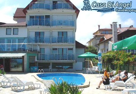 Юли в Синеморец!  Нощувка със закускa или закуска и  вечеря за ДВАМА или ЧЕТИРИМА в хотел Casa Di Angel