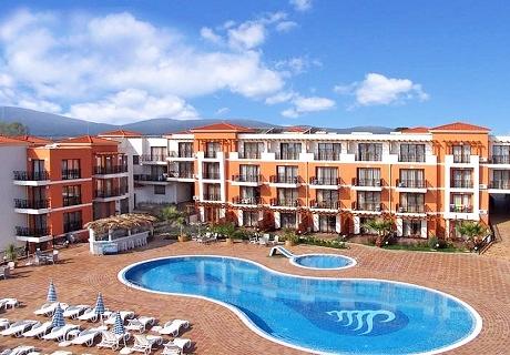 Цяло лято в Черноморец! Нощувка със закуска + басейн в хотел Коста Булгара - на 200м. от плажа