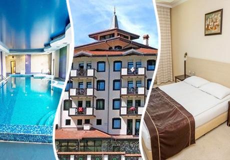 Нощувка със закуска и вечеря + басейн и джакузи в хотел Родопски Дом, Чепеларе