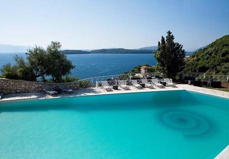 Септември на о. Лефкада, Гърция! Нощувка със закуска + басейн,чадър,шезлонг и частен плаж от бутиков хотел Red Tower, Никиана, Лефкада!
