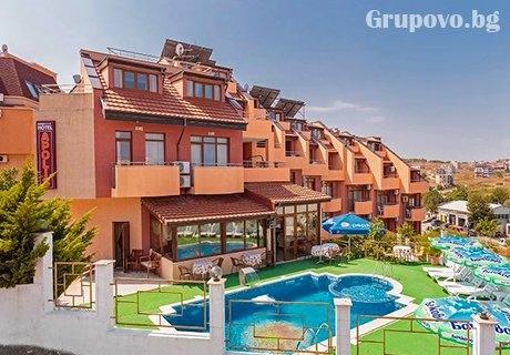 Септември на 70м. от плажа в Созопол. 1, 5 или 7 нощувки, закуски и вечери + басейн в хотел Аполис