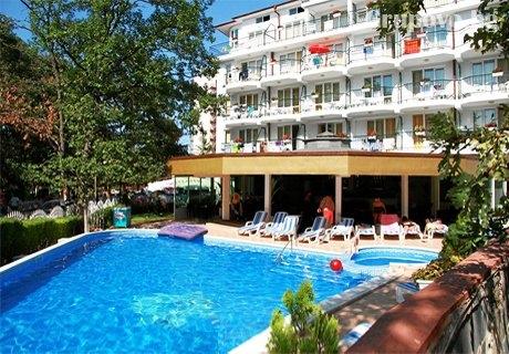 Лято в Китен на 50м. от Атлиман! Нощувка със закуска, обяд и вечеря + басейн в хотел Лотос