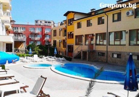 Септември в Златни пясъци! Нощувка + басейн от Golden House Apartments