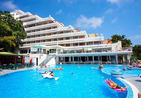 Септември в Златни Пясъци! Нощувка на база All Inclusive + басейн, джакузи и СПА  в хотел Плиска*** Дете до 12г. - БЕЗПЛАТНО!