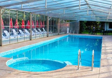 Ползване на топъл басейн и релакс център в комплекс Дивеците до Жеравна.