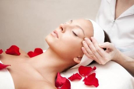 Терапия за свиване на порите е в център за жизненост и красота Девимар