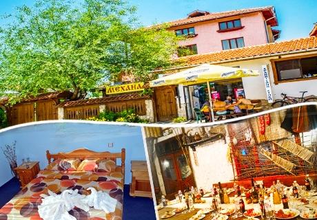 Нощувка на човек със закуска или закуска и вечеря в хотел Крайпътен рай, с. Баня до Банско