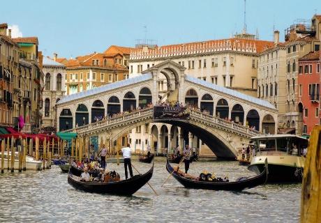 Екскурзия до Венеция! Транспорт, 3 нощувки на човек със закуски и посещение на Венецианският карнавал