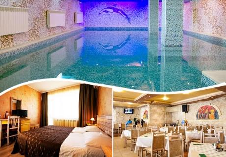 Нощувка на човек със закуска и вечеря + 3 басейна и СПА в Балнеохотел Аура, Велинград