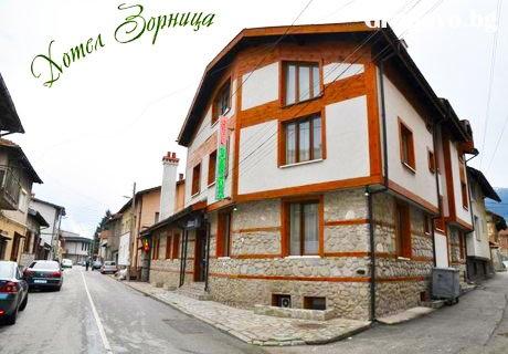 Нощувка със закуска и вечеря в хотел Зорница, Банско