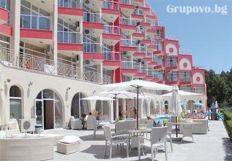 През Юни в Слънчев бряг! Нощувка на човек + басейн в Апарт хотел Роуз Гардън
