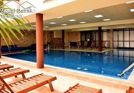 Нощувка на човек със закуска и вечеря + басейн и релакс център в хотел Роял Банско
