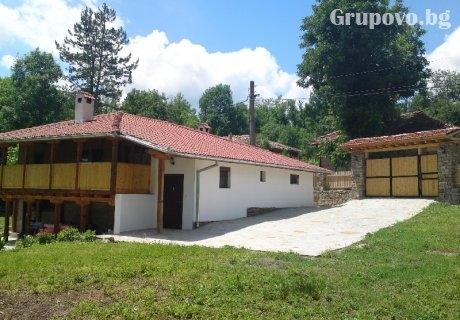Къща Виктория за 11+4 човека край Елена с басейн, оборудвана кухня, барбекю и още удобства!
