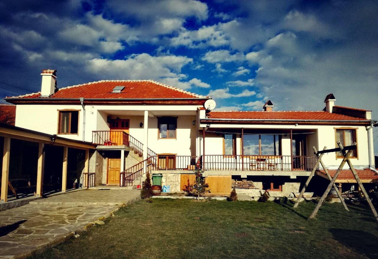 Нощувка край Асеновград в къщи Вълчаница, за 8 или 16 човека с барбекю и механа - с. Добростан
