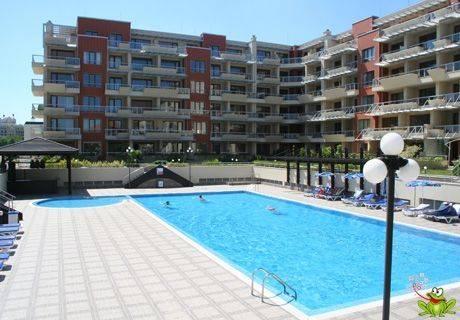 Вземи приятелите и ела на морето! Пет незабравими дни в ТОП сезона през Август в хотел Хелиос, Поморие в апартаменти за 4 или 6 човека и цени от 385 лв.