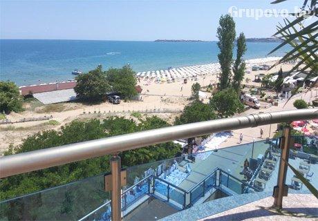 Юли и Август на 10м. от плажа в Слънчев бряг! Нощувка, закуска, вечеря + басейн в хотел Галери