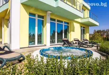 Къща за гости Европа***, Долна Баня – нощувка със закуска за ДВАМА + джакузи с минерална вода и СПА