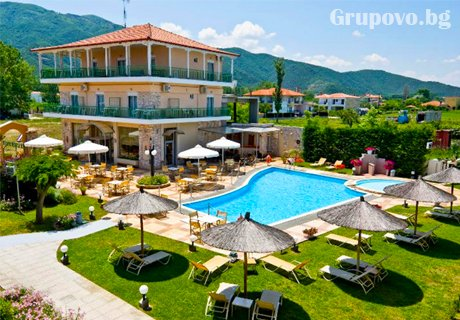 ТОП СЕЗОН на море в Ставрос, Гърция! Нощувка със закуска за двама, трима или четирима + басейн  в хотел Alexander Inn Resort