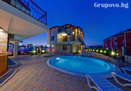 Лято в Созопол за цялото семейство! Нощувка за до 6-ма + басейн в хотел Созопол Пърлс***