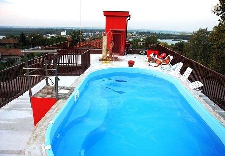Почивка за ДВАМА в Свищов! Нощувка в студио с джакузи, закуска, обяд и вечеря + басейн с МИНЕРАЛНА вода в хотел При Попа