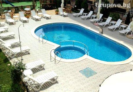 Цяло лято на ТОП цени в Слънчев Бряг. Нощувка, закуска и вечеря + басейн в Хотел Мегас