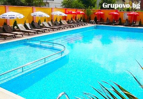 Цяло лято в Черноморец със семейството. Нощувка за до 6-ма + басейн, шезлонг и чадър на ТОП ЦЕНИ в Хотел Амброзия