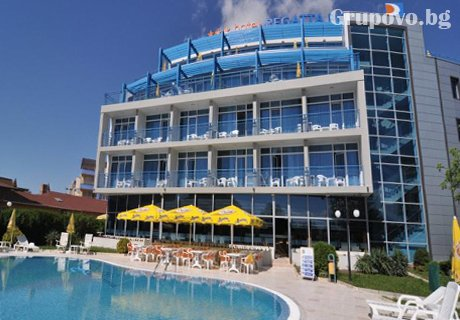 12 - 25 Август в Слънчев Бряг! Нощувка със закуска + басейн само за 45 лв. в хотел Регата Палас****, Слънчев Бряг