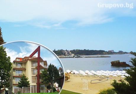 На ПЪРВА ЛИНИЯ от 6 до 10 Септември! Нощувка, закуска, обяд и вечеря само за 36 лв. в хотел Крим Панорама, между Равда и Несебър