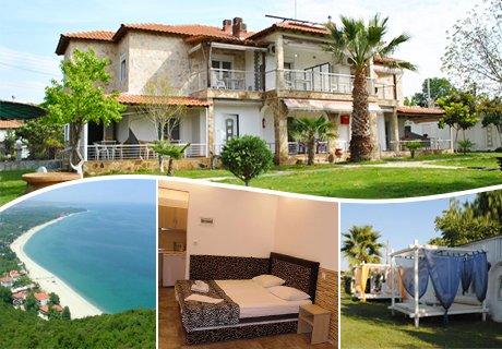 Късно лято в Офринио, Гърция на 50м. от плажа! Нощувка за двама, трима или четирима в хотел Fernandos