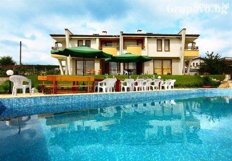 Край Приморско в една от трите ни самостоятелни къщи с басейн, барбекю и още много удобства в комплекс Хубавото място!