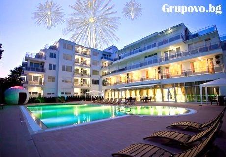 Нова година в Поморие! 2 или 3 нощувки със закуски и вечери, едната празнична в хотел Инкогнито